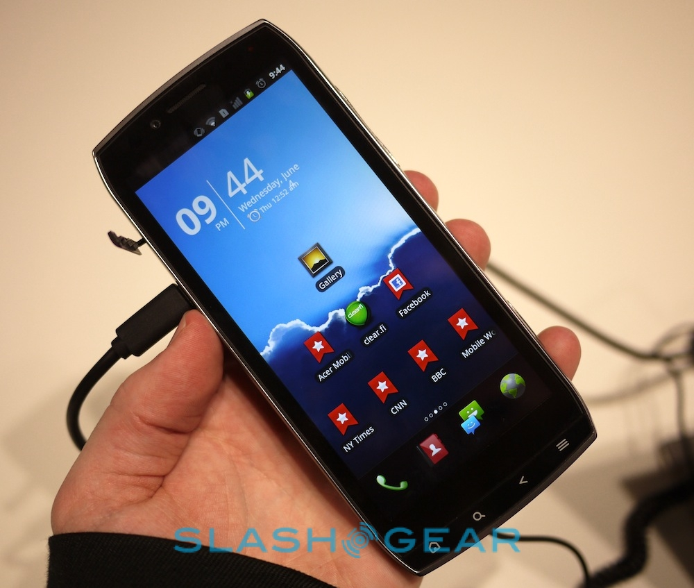 Acer Iconia Smart hands on  Video    SlashGear