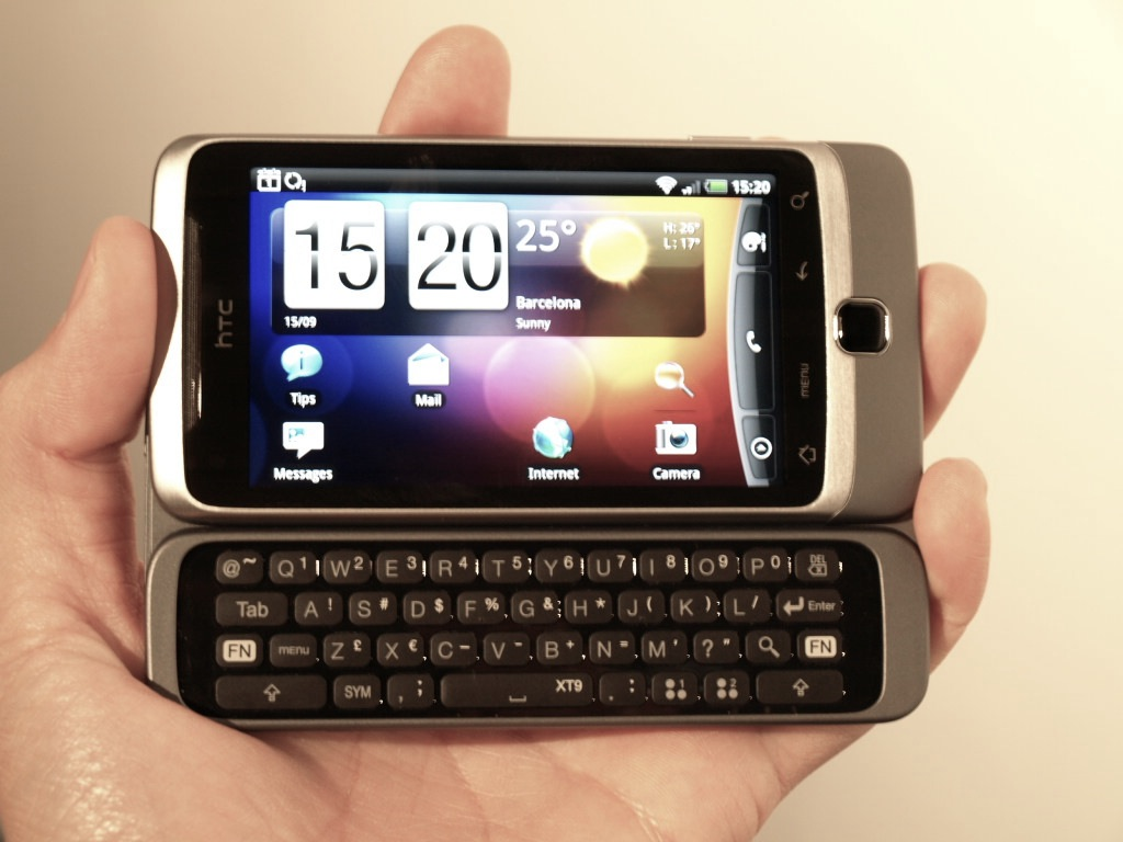 Hands on  HTC Desire Z   Z stands for ZOMG the keyboard