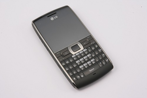 LG GW550 is a new WM powered smartphone with QWERTY keyboard