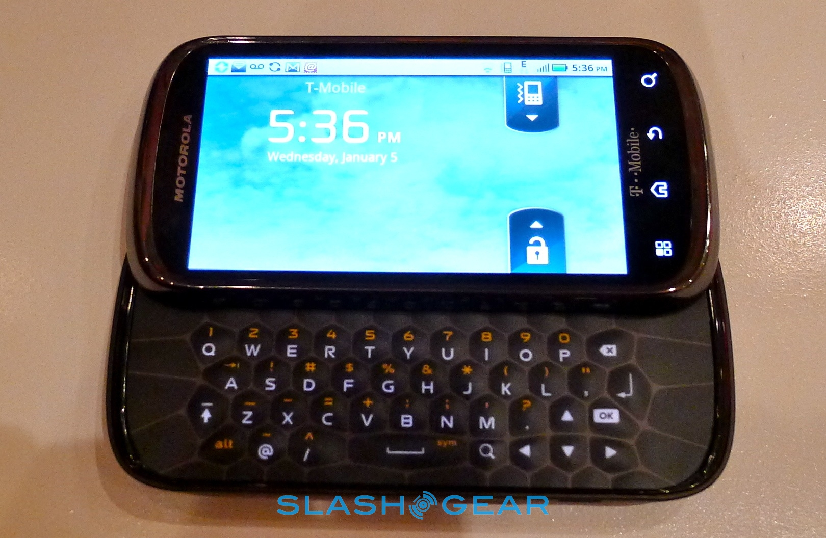 Motorola Cliq 2 Unveiled  Hands on    SlashGear
