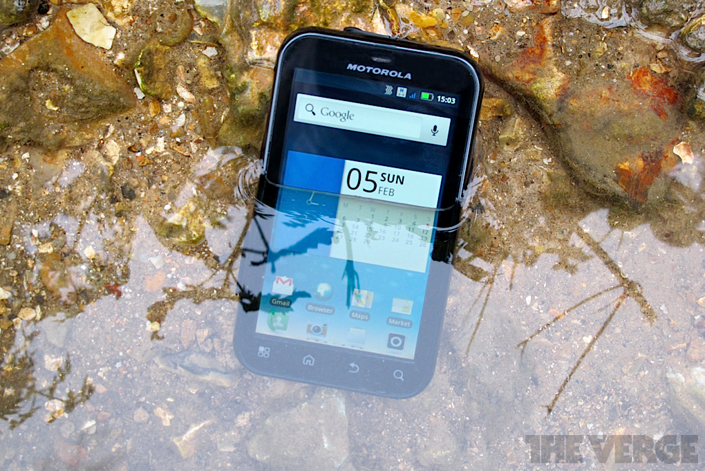 Motorola Defy  review   The Verge
