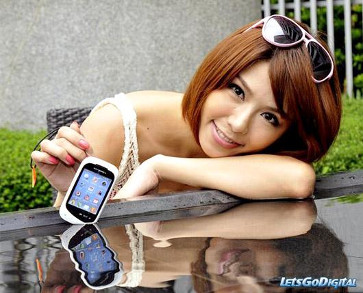 Motorola EX232 touchscreen phone   LetsGoDigital