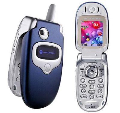 Motorola V300 and VK Mobile Kickflip Compared
