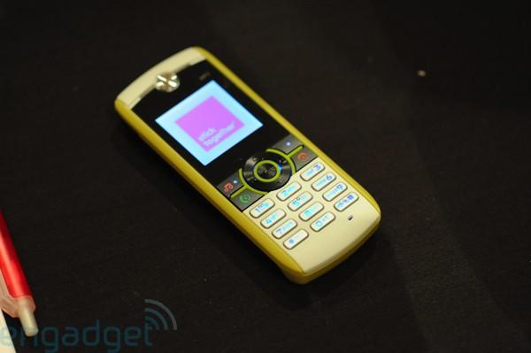 Motorola W233 Renew hands