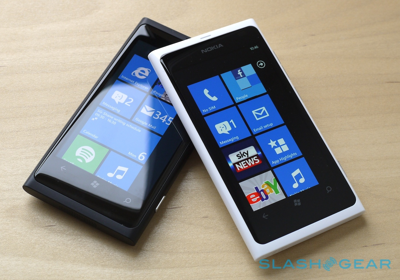 Nokia Lumia 800 White official  Hands on   SlashGear