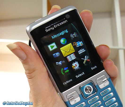 Sony Ericsson C702   LetsGoDigital
