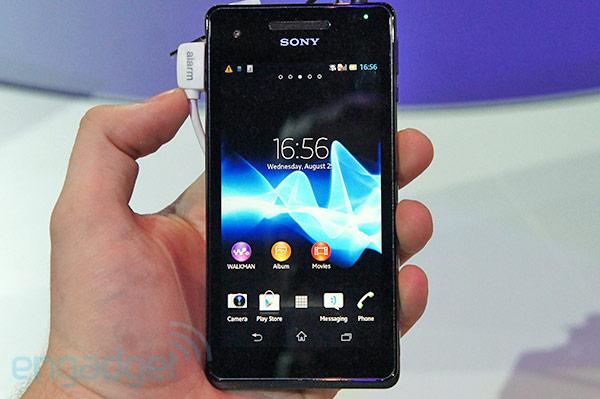 Sony Xperia V hands